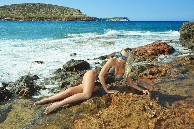 Fernanda Lacerda posa sexy em Ibiza (Crédito: João Passos / MF Models Assessoria)