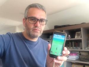 Rogério exibe seu aplicativo (Crédito: Divulgação)