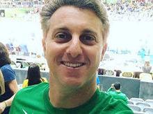 Luciano Huck é vaiado em estádio olímpico durante jogo de volêi