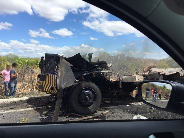 Carro explodido em Pernambuco (Crédito: Polícia Civil)