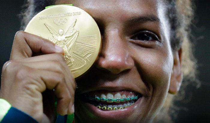 Rafaela conquista medalha de ouro  (Crédito: AP)