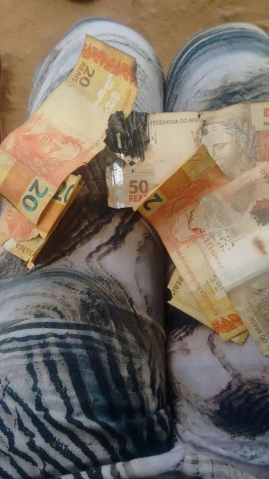 Dinheiro danificado com a explosão (Crédito: Polícia Civil)