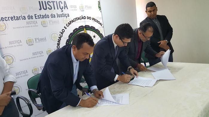 Assinatura do termo de cooperação técnica