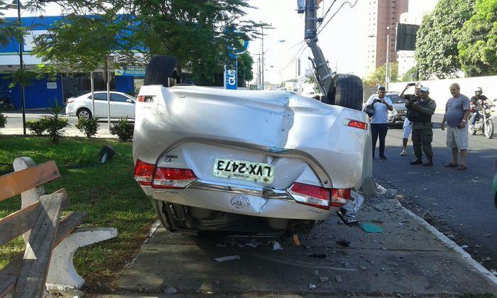 O veículo ficou destruido (Crédito: Reprodução)