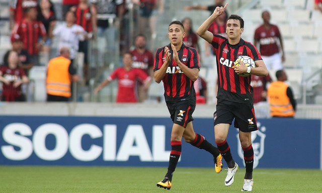 Pablo foi o herói do jogo, com dois gols (Crédito: PR Press)