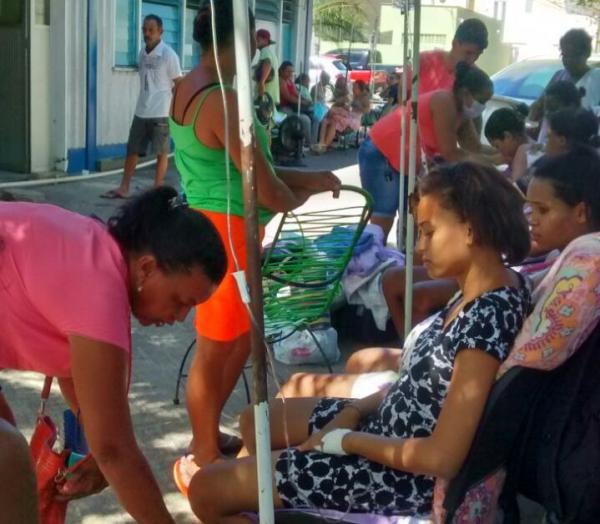 Pacientes foram levados para fora do hospital