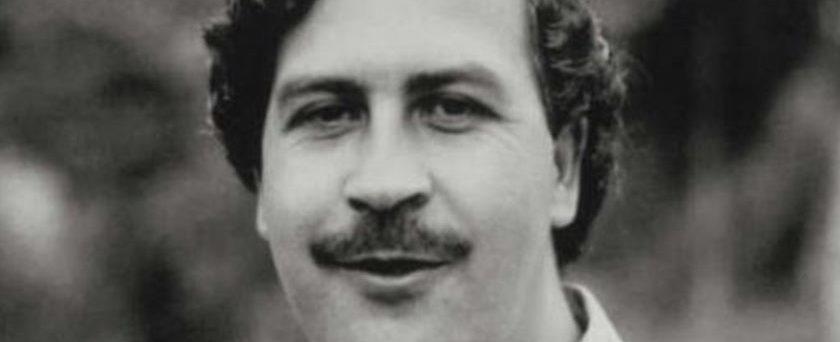 Homem liga para polícia e pede ajuda para prender Pablo Escobar