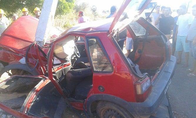Fiat ficou destruído após colisão (Crédito: Picos 40 Graus)
