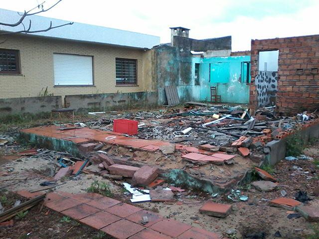 O que restou da casa após o roubo (Crédito: Reprodução)