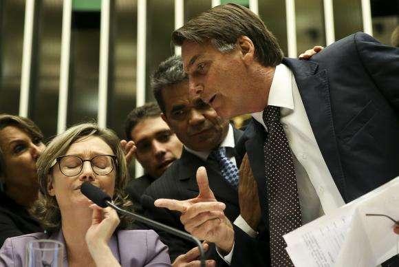 Deputado Jair Bolsonaro discute com a deputada Maria Rosário