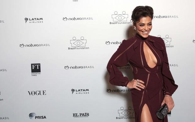 Juliana Paes atraiu olhares na  festa da Brazil Foundation