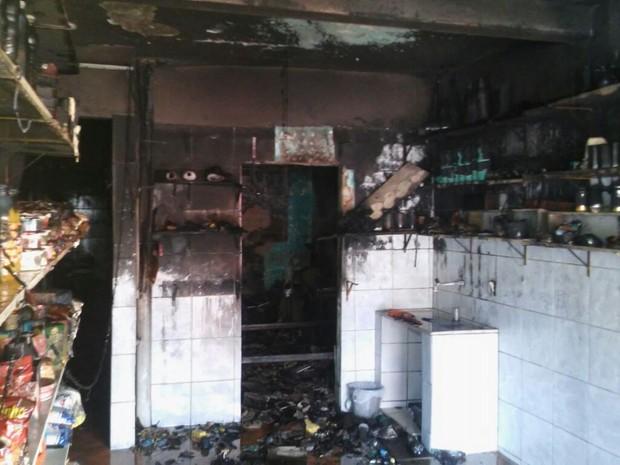 Mercadinho foi incendiado por suspeitos em Palmares, no Pernambuco (Crédito: Reprodução)