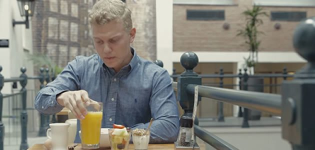 Jovem passa 1 mês sem consumir açúcar e resultado impressiona
