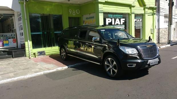 Carro deixa funerária com corpo de Domingos (Crédito: ASCom da SSP de Sergipe / AgNews))