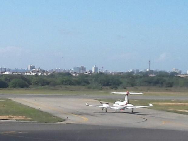 Avião com corpo de Domingos Montagner (Crédito: Maristela Lins/TV Sergipe)
