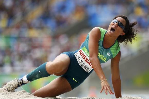 Silvania de Oliveira saltou 4.98m e conseguiu o ouro (Crédito: Reuters)