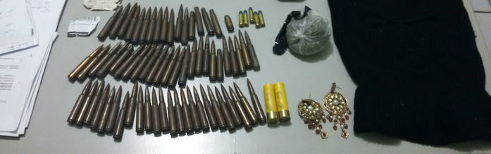Cerca de 80 cartuchos de fuzis 7,62 apreendidos (Crédito: Divulgação)