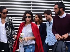 Camila Pitanga chega ao velório (Crédito: Reprodução)