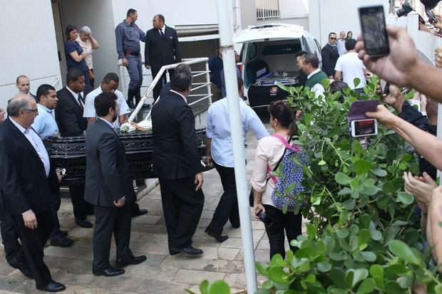 Corpo de Domingos Montagner deixa velório rumo a cemitério (Crédito: Reprodução)