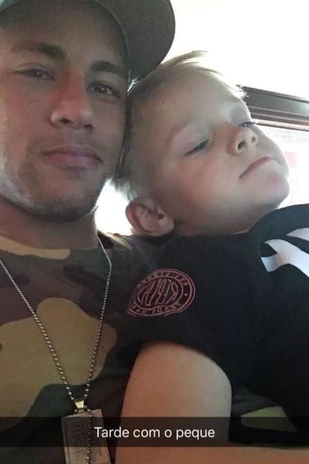 Neymar ao lado do filho (Crédito: Reprodução)