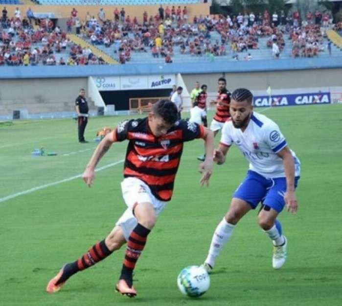 Júnior Viçosa deu a assistência do primeiro gol do Atlético-GO contra o Tricolor