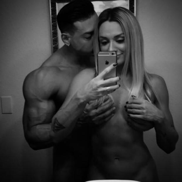 Juju Salimeni posta foto íntima com o marido em rede social (Crédito: Reprodução)