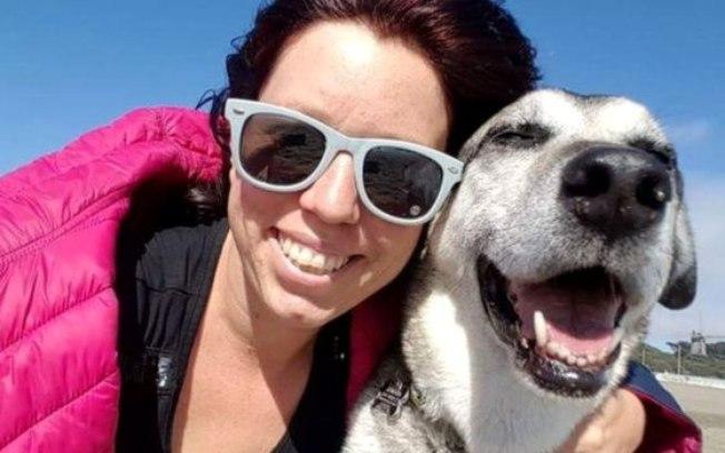 Kristy Ehrlich ao lado do seu caozinho Rockdog
