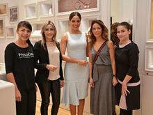 Raquel Dias mostra a nova loja da Pandora, em Teresina