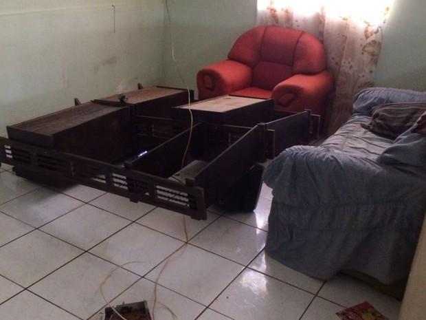 Casas foram atacadas durante a confusão (Crédito: Arquivo pessoal/Paulo Valente)