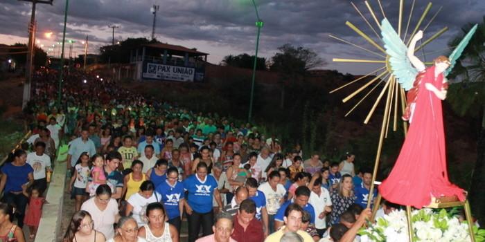 Procissão marca abertura dos Festejos de São Miguel Arcanjo