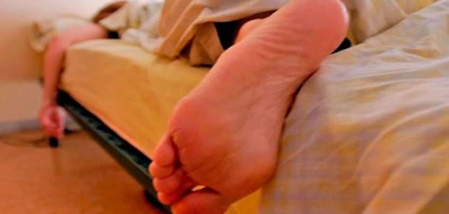 Dormir com pés descobertos pode fazer bem a saúde