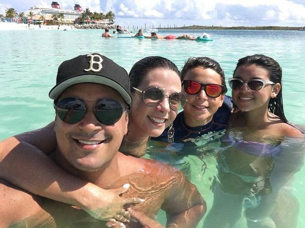 Carla Perez, Xanddy  e os filhos (Crédito: Instagram / Reprodução)