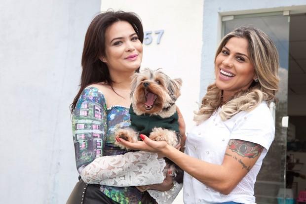 Geisy Arruda, o cãozinho Mike e Vanessa Mesquita (Crédito: Divulgação / Adriana Barbosa)
