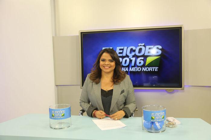 Debate é mediado pela jornalista Maia Veloso (Crédito: Efrém Ribeiro)