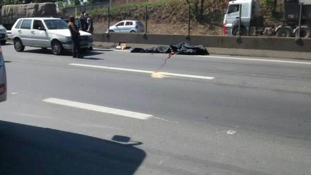 PMs reformados são executados em rodovia movimentada