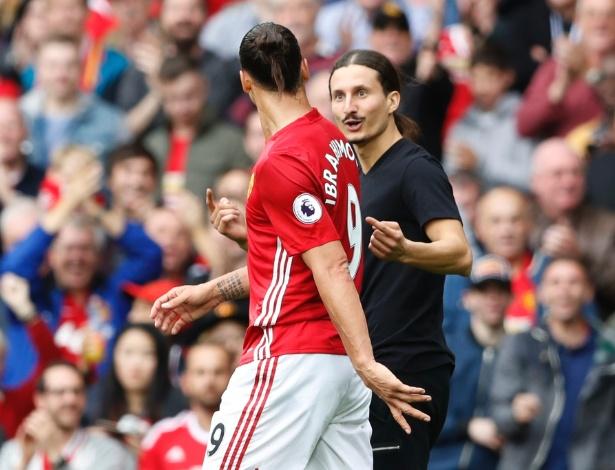 Sósia de Ibrahimovic invade campo em Manchester United x Leicester City (Crédito: Reuters)