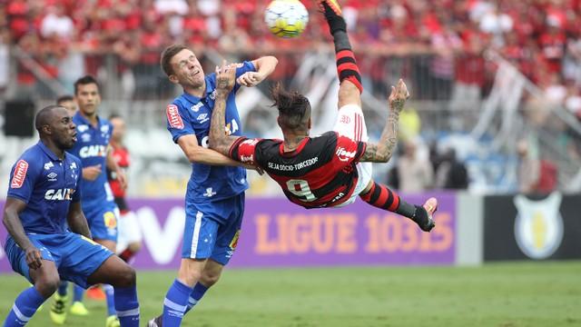 Flamengo vira no fim e coloca Cruzeiro no Z-4 (Crédito: Reprodução)