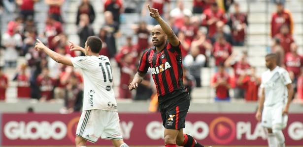 Thiago Heleno celebra seu primeiro gol contra a Ponte Preta (Crédito: Estadão)