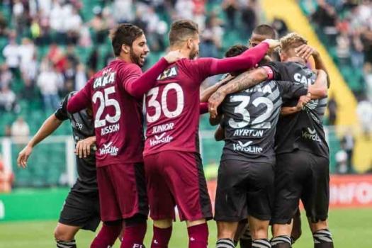 Jogadores do Figueirense comemoram um dos gols da partida (Crédito: Lancepress)