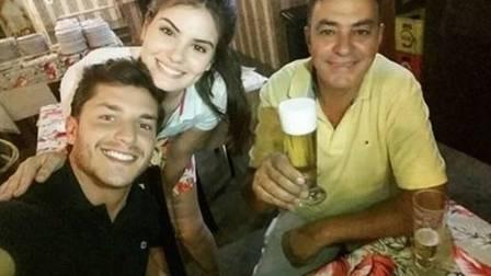 Camila Queiroz mostra momento de chamego com Kleber Toledo (Crédito: Reprodução)