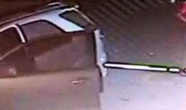Homem tenta sequestrar mulher e acaba preso em portão