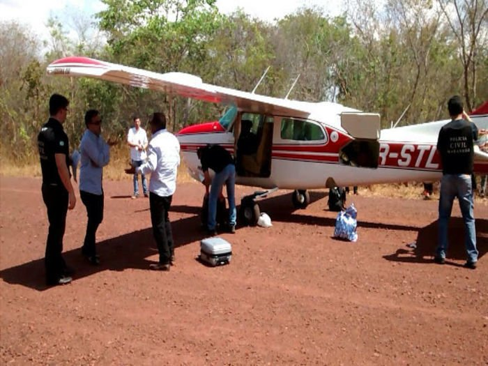 Avião CESNA 210