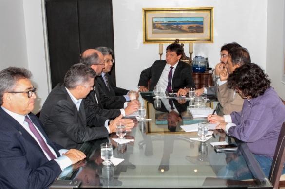 Wellington Dias durante reunião