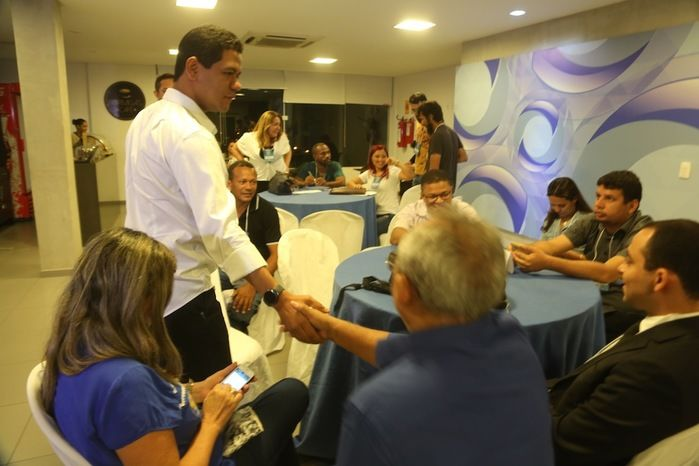 Luciano Leitoa chega para debate na Rede Meio Norte (Crédito: Efrém Ribeiro)