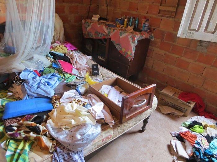 Casa da vítima ficou revirada