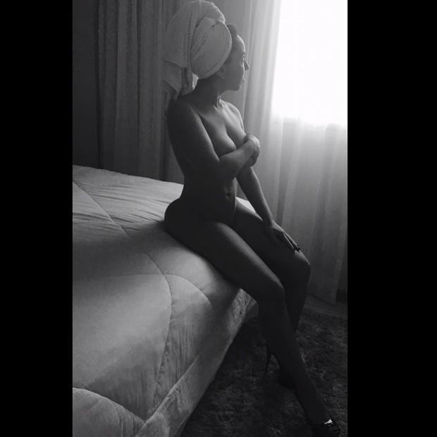 Mulher Melão posa sem roupa e recebe elogios de fãs (Crédito: Reprodução)