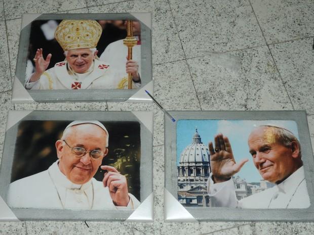 Polícia Federal prende espanhol que tentava embarcar com cocaína escondida dentro de quadros do Papa e turbina automotiva (Crédito: Reprodução)