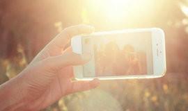 Fazer selfie diariamente faz as pessoas ficarem mais felizes