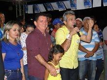 Capote arrasta multidão em grande comício no bairro Matadouro