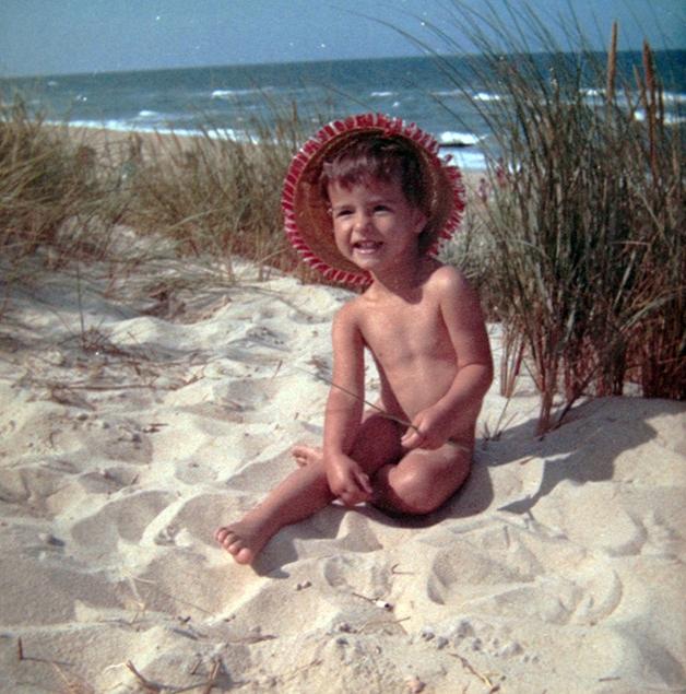1973 – Um menino preso em um corpo de menina